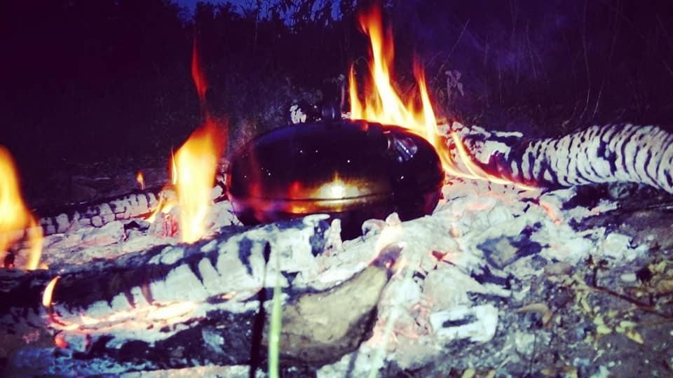 A mi UFO diszkoszunk ősére egy magyarországi kovácsmester, egy néprajzi gyűjteményben talált rá, mint a mátrai favágók és szénégetők sütő főző szerkezetére.